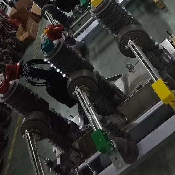 双PT不间断供电ZW32-10kv户外真空断路器