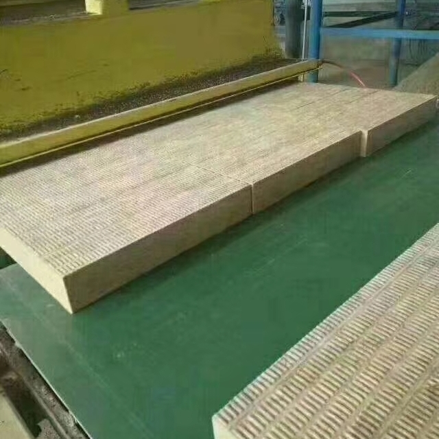 低价出售外墙岩棉复合板