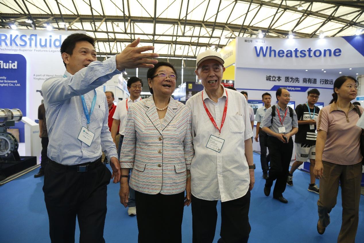 十届全国人大常委会顾秀莲副委员长勉励上海国际石化和化工装备展做大做强