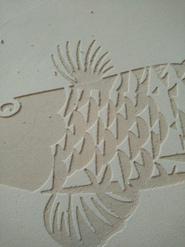 2.喷砂机雕刻效果(瓷砖表面加釉,硬度强,雕刻深度照样没问题)