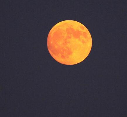 紅月亮為中秋最圓,十五的月亮十六圓.