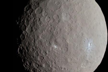 谷神星位于火星和木星之间的小行星带