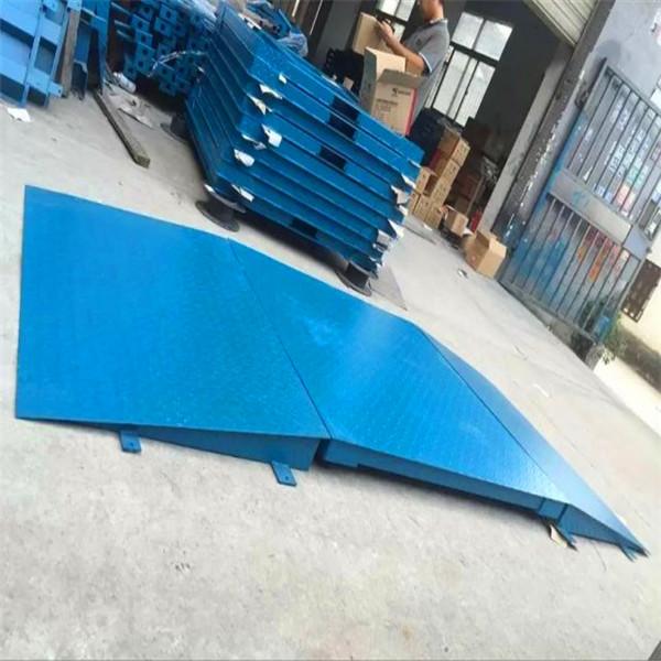 地上衡标准型结构,该款地磅附有4组可调式支脚,安装方便.